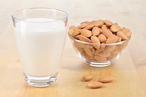 CE_milk-almonds-WEB