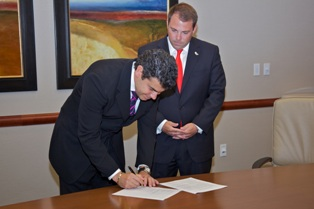 Dr__Mancini_Signs_Agreement_with_CTCA